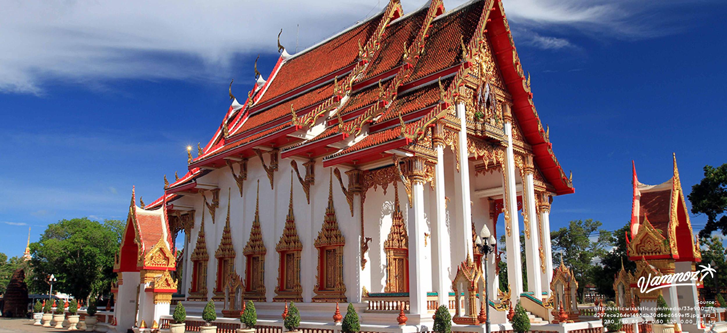 Arsitektur megah berlapis emas di Wat Chalong